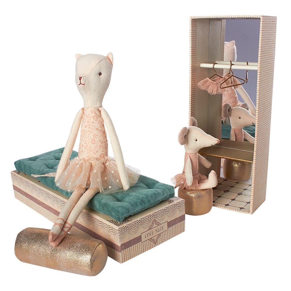 Dancing Cat and Mouse – in Shoebox – 28 cm